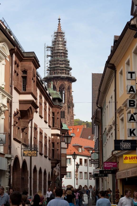 Aspecto actual de la tienda de tabaco de Stefan Meier en la Rathausgasse de Friburgo (derecha de la imagen) - Foto: tabakmeier.com